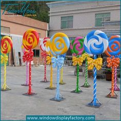 How to Make Awesome Christmas Outdoor Decorations – Giant Lollipops Candy Themed Party, Candy Land Theme, Candy Land Birthday Party Ideas, Gingerbread Decorations, Candy Christmas Decorations, Candy Land Christmas, Christmas Crafts, Snowman Crafts, Xmas