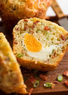Bacon & Egg Breakfast Muffins Breakfast Muffins – a big, fat, fluffy, cheesy, bacon studded muffin with a whole egg baked inside. THIS is the breakfast of champions! Egg Recipes For Breakfast, Breakfast On The Go, Breakfast Muffins, Bacon Breakfast, Sausage And Egg Mcmuffin, Egg Mcmuffin Maker, Sausage Egg Muffins, Bacon Muffins, Savory Muffins