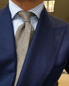 Gentleman style 716072409489032779 - Source by patyrns Gents Fashion, Suit Fashion, Fashion Outfits, Der Gentleman, Gentleman Style, Designer Suits For Men, Elegant Man, Suit And Tie, Well Dressed Men