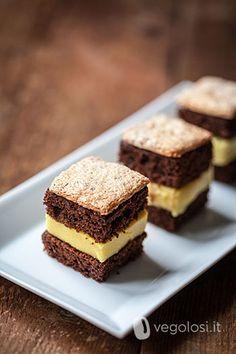 cubotti dolci vegan al cioccolato e crema al cocco e cialde alle nocciole