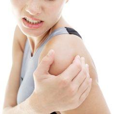 Een frozen shoulder is letterlijk vertaald een 'bevroren schouder'. Meestal beginnen de klachten onschuldig met een pijnlijke en stijve schouder. Maar plotseling treedt er een hevige pijn op in de schouder en de arm kan daardoor niet meer bewogen worden. Soms is er een duidelijke oorzaak voor het ontstaan van een frozen shoulder, zoals bijvoorbeeld een ongeval of een operatie, maar heel vaak ook niet.