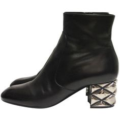 Pre-owned Louis Vuitton Leather Ankle Boots (€600) ❤ liked on Polyvore featuring shoes, boots, ankle booties, black, black leather boots, leather ankle booties, black leather bootie, short boots and ankle boots