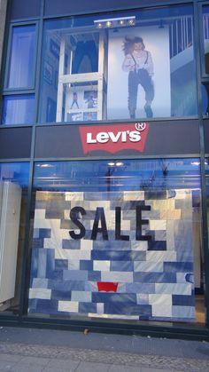 Denim Visual Merchandising_Levi's Sale Window Display
