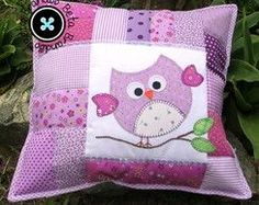 Almofada Coruja - Patchwork                                                                                                                                                                                 Mais Applique Cushions, Patchwork Cushion, Patchwork Baby, Quilted Pillow, Burlap Pillows, Kids Pillows, Throw Pillows, Owl Pillows, Cat Cushion