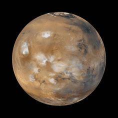 provocative-planet-pics-please.tumblr.com Mars Der Mars ist ein Nachbarplanet der Erde. Er ist ihr von allen Planeten am ähnlichsten auch wenn er um einiges kleiner ist als die Erde. Auf dem Mars gibt es Hügellandschaften und auch hohe Gebirge Vulkane lange tiefe Gräben und Schluchten ausgedehnte Ebenen und eisbedeckte Polkappen. In seiner Atmosphäre toben ab und zu heftige Sandstürme und es bilden sich manchmal auch Wolken. Allerdings ist die Lufthülle dünner als auf der Erde und für uns…