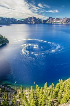 Giant Swirl Phenomenon at crater lake national park, Oregon