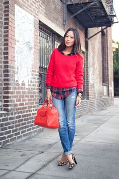 Plaid shirt, red sweater, jeans & leopard pumps #PrintMix #Streetstyle