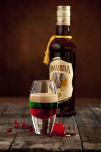 Amarula Cherry Pop with bottle (LR) Easy Cocktails, Cocktail Drinks, Cocktail Recipes, Wine Recipes, Alcoholic Drinks, South African Dishes, South African Recipes, Christmas In South Africa, Adele