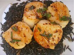 Pan seared scallops with white wine sauce