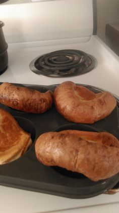 I love popovers. The eggy-wonderful-hard-to-describe-texture-and-taste of a real, honest, popover. Slathered in butter or cheese… Mmmmm. Once going keto, I thought I was going to h… Lowest Carb Bread Recipe, Low Carb Bread, Low Carb Keto, Keto Bread, Low Carb Desserts, Low Carb Recipes, Cooking Recipes, Diabetic Recipes, Healthy Recipes