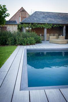 Buitenzwembad in beton met donkergrijze liner | DcPools