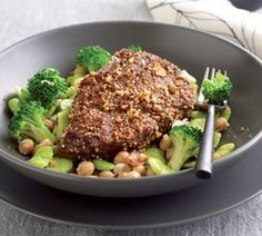 Dukkah-crusted steak with lemony broccoli and broad beans. Dukkah is an Egyptian mix of nuts, seeds and spices. You can find it in the spice aisle. Veggie Recipes, Beef Recipes, Chicken Recipes, Dinner Recipes, Healthy Recipes, Chicken Meals, Veggie Food, Healthy Foods, Points Plus Recipes
