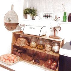女性で、、家族住まいのセリア/ハンドメイド/DIY/手作り/おうちカフェ/スッキリしました♡…などについてのインテリア実例を紹介。「キッチン背面のカウンターに棚をやっと作りました!」(この写真は 2014-01-07 18:08:38 に共有されました)