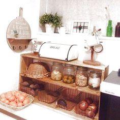 女性で、のセリア/ハンドメイド/DIY/手作り/おうちカフェ/スッキリしました♡…などについてのインテリア実例を紹介。「キッチン背面のカウンターに棚をやっと作りました!」(この写真は 2014-01-07 18:08:38 に共有されました)