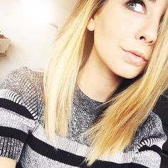 """I'm Zoe. I'm very bubbly and very sweet. But I can be sassy and stand up for myself if I need to. I spend most of my time reading and drawing."""" I say all in a beautiful English accent. Makeup Vloggers, Zoella Hair, Zoella Beauty, Beauty Youtubers, Top Youtubers, Zoe Sugg, Youtube Stars, War Paint, Hair Hacks"""