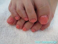 シンプルビューティなベビーピンクの単色塗りフットネイル