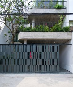 Image 1 of 40 from gallery of House / TNT architects. Photograph by Triệu Chiến Front Gate Design, Main Gate Design, House Gate Design, Door Gate Design, Gate House, Railing Design, Fence Design, Modern House Design, Front Gates