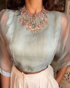 Kurti Designs Party Wear, Kurta Designs, Indian Dress Up, Saree Blouse Neck Designs, Stylish Blouse Design, Stylish Sarees, Indian Designer Wear, Fashion Boutique, Indian Fashion
