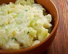 Colcannon ou purée irlandaise de pommes de terre aux oignons et chou vert : http://www.cuisineaz.com/recettes/colcannon-ou-puree-irlandaise-de-pommes-de-terre-aux-oignons-et-chou-vert-78492.aspx