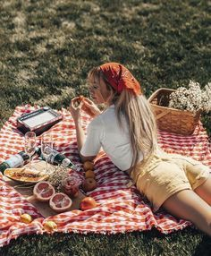 Fall Picnic, Picnic Date, Beach Picnic, Summer Picnic, Picnic Photography, Photography Poses, Picnic Photo Shoot, Picnic Pictures, Debut Photoshoot