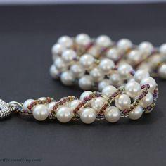 Bracelet blanc en perles nacrées swarovski et rocailles multicolores