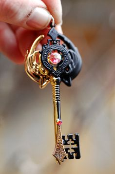 Gates of the Afterlife Key Key Jewelry, Punk Jewelry, Gothic Jewelry, Flame Art, Old Keys, Magical Jewelry, Keys Art, Cute Polymer Clay, Vikings
