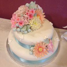 My first flower cake. :) #cake #pastel #sugarflowers #floral #wedding
