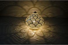 Lampe à poser orientale ajourée argentée,#déco orientale#luminaire#ajouré ,www.oranjade.com