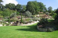 Резултат слика за comment aménager un jardin en pente