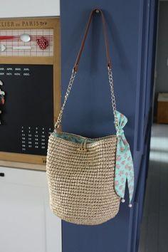 Small Space Interior Design, Kurta Designs Women, Diy Handbag, Macrame Bag, Crochet Handbags, Knitted Bags, Crochet Accessories, Design Trends, Straw Bag