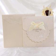 Elegant Floral Wedding Invitation With Bowknot (Set of – EUR € Wedding Invitations Online, Floral Wedding Invitations, Wedding Cards, Wedding Events, Wedding Ideas, Floral Style, Invitation Cards, Pearls, Elegant