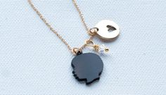 Custom silhouette necklaces from Le Papier Studio. Perfect.