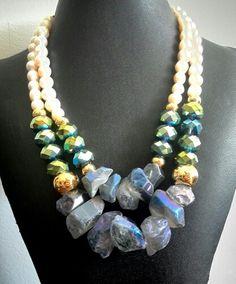 Hermoso #collar #necklace  en #cuarzos y #cristales remates en #perlas #bysimmonds #joyasdeautor
