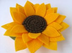 Imagem relacionada Felt Flowers, Diy Flowers, Fabric Flowers, Hobbies And Crafts, Crafts To Make, Sunflower Flower, Cute Headbands, Diy Hair Accessories, Felt Fabric