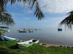 Puerto Lempira es el puerto más grande y de mayor movimiento comercial de Honduras ubicado en una Laguna, La Laguna de Caratasca.