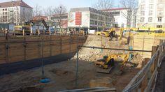 """Stavba našeho projektu """"Haus Merkur I"""" v Drážďanech úspěšně pokračuje. Nyní bagry hloubí a zajišťují stavební jámu. Aktuální fotografie si prohlédněte níže. http://www.haus-merkur.de/"""