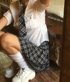 Boarding School Aesthetic, Private School Girl, Preppy Girl, Prep School, Old Money, Aesthetic Indie, Rich Girl, Gossip Girl, School Outfits