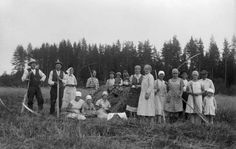 Field workers having a coffee break, 1930, Finland