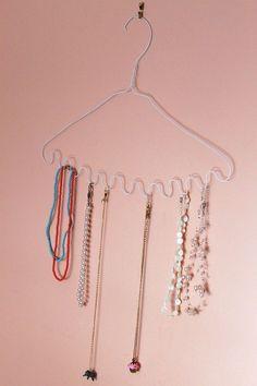 Draht Kleiderbügel, wo man Halsketten aufhängen kann
