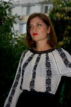 Young Romanian woman wearing the traditional blouse! Folk Fashion, Ethnic Fashion, Fashion Show, Polish Embroidery, Folk Embroidery, Embroidered Clothes, Embroidered Blouse, Beading Patterns, Dress Patterns