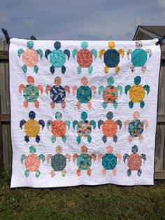 Quilt Gorgeous turtle quilt by Jackie Marks for Eunoia Patterns beach quilt turtle quilt quilting quilt block HawaiianGorgeous turtle quilt by Jackie Marks for Eunoia Patterns beach quilt turtle quilt quilting quilt block Hawaiian Cute Quilts, Boy Quilts, Scrappy Quilts, Quilts For Kids, Denim Quilts, Star Quilts, Quilt Baby, Nautical Baby Quilt, Rag Quilt