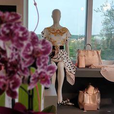 Pin di Atelier Hennin su Shopping | Cappotti lunghi, Stile