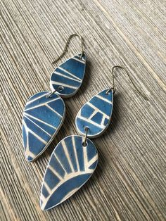 Earth and Sky Earrings by artist Shannon Tabor Terracotta Jewellery, Porcelain Jewelry, Ceramic Jewelry, Enamel Jewelry, Porcelain Ceramics, Bijoux Diy, Polymer Clay Earrings, Simple Jewelry, Clay Beads