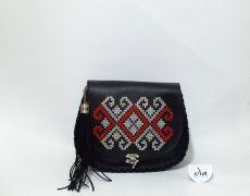 Geanta piele naturala brodata manual Leather Bags Handmade, Embroidery, Fashion, Needlework, Moda, Fashion Styles, Drawn Thread, Fashion Illustrations, Stitch