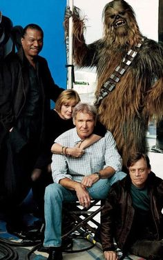 Star Wars Return Of The Jedi gang now featuring Billy Dee Williams, Carrie Fisher, Harrison ford, Mark Hamill and Chewbacca Star Wars Film, Star Trek, Star Wars Dark, Chewbacca, Harison Ford, Princesa Leia, Star Francaise, Images Star Wars, Photo Vintage