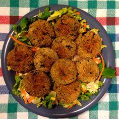 La foto ricetta delle polpette di melanzane è vegetariana e dietetica. Tipiche calabresi, cotte al forno o fritte sono una bontà vegetariana adatta a tutti!