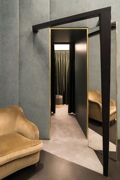 Boutique interior Lagrange Turin, Italy by Dimore Studio. Boutique Interior Design, Luxury Interior Design, Interior Architecture, Luxury Home Decor, Luxury Homes, Store Concept, Restaurant Hotel, Upholstered Wall Panels, Magazine Deco