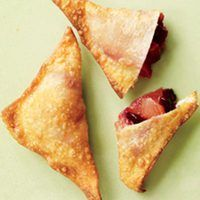 Pluot Wontons - Healthy Recipes & Tips - Thanskgiving Finger Food Appetizers, Best Appetizers, Appetizer Recipes, Holiday Appetizers, Finger Foods, Healthy Sweet Treats, Healthy Recipes, Wonton Recipes, Homemade Crackers
