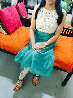 Lovely colour combination Salwar Designs, Kurta Designs Women, Blouse Designs, Simple Kurta Designs, Churidhar Designs, Salwar Pattern, Kurta Neck Design, Indian Designer Suits, Indian Outfits