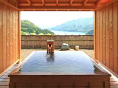 Hinoki-bath tub smells great.